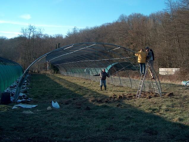 Photo de la construction d'une volière du Centre de soins pour animaux sauvages à Saint Forgeux